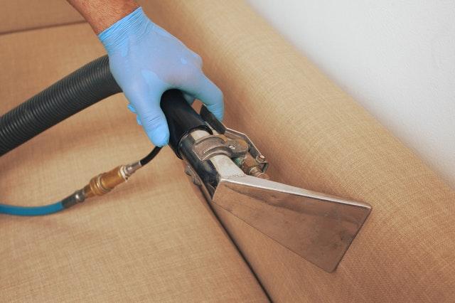 Nettoyage professionnel : nettoyez vos canapés plus efficacement