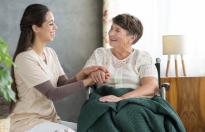 Aide à domicile : un métier qui recrute