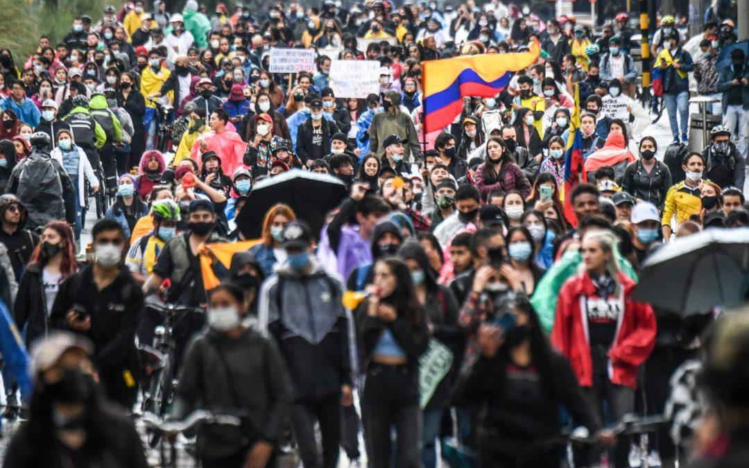Manifestants-dans-les-rues-de-Bogota-le-5-mai-2021
